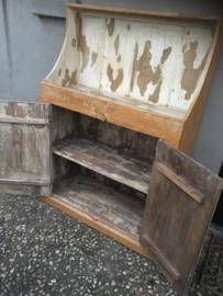 Stoer oud Frans houten kast kastje boerenkast keuken keukenkast landelijk boeren stoer vintage sleets
