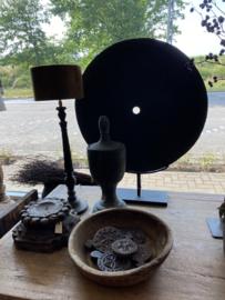 Mega grote stenen zwarte schijf op voet standaard 75 cm  landelijk raamdecoratie raampaneel stoer zwart grijs