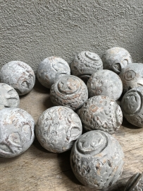 Houten bol grijs 8 cm bal ballen bollen vergrijsd whitewash decoratie landelijk stoer brocant