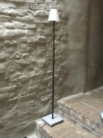 Tierlantijn frezoli vloerlamp hard stone lood grijs kleur staande lamp lampje hardsteen voetje landelijk industrieel stoer