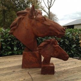 Groot gietijzeren paardenhoofd paard beeld tuinbeeld paardekop paardenkop gietijzer landelijk cottage roest