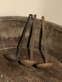 Oud metalen lepel lepels landelijke kandelaar schep hangkandelaar landelijk industrieel roest bruin zwart metaal