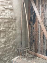 Oude houten riek hooivork landelijk vergrijsd industrieel
