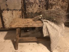 Stoer houten bankje, grof hout