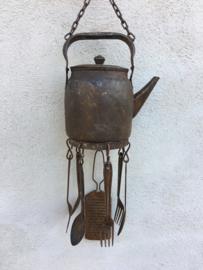 Leuke metalen hanger decoratie ketel theepot schenkkan met bestek keuken landelijk industrieel vintage