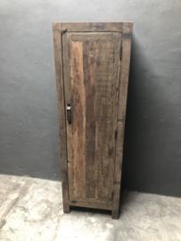 Vergrijsd houten kast klerenkast kleerkast kastje oud hout 1 deurs keukenkast boekenkast servieskast landelijk industrieel