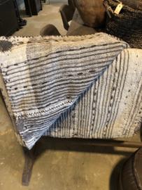 Uniek groot oud ( antiek ?) Turks kleed matras kussen plaid beige grijs zwart 190 x 130 cm stoer sober landelijk