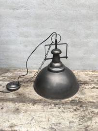 Stoere industriele hanglamp lamp korf stallamp fabriekslamp small industrieel grijs grijze metaal metalen landelijk zink staal metaal grijs