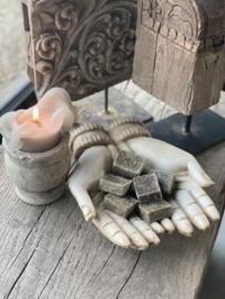 Prachtige marmeren hardstenen handen beeld hand stenen offerschaal schaal kom bak landelijk stoer Ibiza stijl