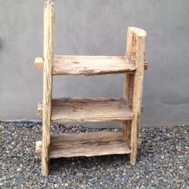 Stoere robuuste grof houten kast rek schap boekenkast landelijk