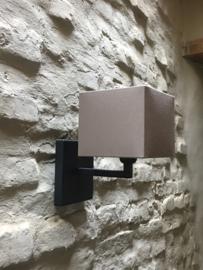 Grijze vierkante rechthoekige metalen wandlamp hang of staand wandlampen Tierlantijn limena grijs lood loodkleur strak sober stoer landelijk industrieel