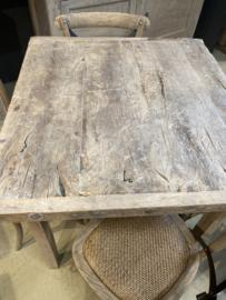 Stoere vergrijsd houten tafel eettafel keukentafel 86 x 81 x H86,5 cm verkooptafel hoektafel bijzettafel landelijk stoer metalen studs