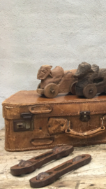 Oude houten rammelaar muziekinstrument industrieel vintage retro urban