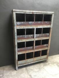 Hele gave oude houten metalen kast 109 x 30,5 x H162 cm grutterskast vakkenkast winkelkast stoer landelijk industrieel vintage