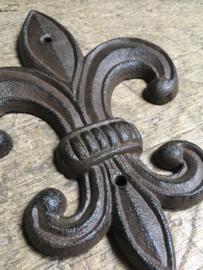 Gietijzeren ornament Franse punt lelie muuranker zwart landelijk brocant