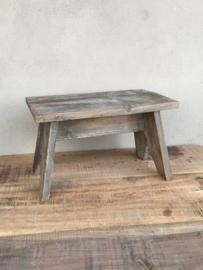 Vergrijsd houten opstapje krukje landelijk stoer Brocant hout