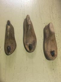 Oud houten kapstokhaakje schoenmal mal kapstok haak wandhaak landelijk Brocant stoer industrieel vergrijsd