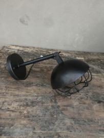 Stoere zwarte metalen wandlamp lamp industrieel metaal zwart vintage Brocant stoer urban spot