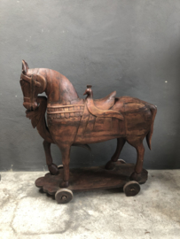 Groot houten paard horse op wieltjes beeld eye-catcher stoer landelijk vintage tuinbeeld ornament