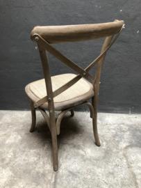Vergrijsd houten stoel stoeltjes stoelen lifestyle kruisrug eetkamerstoelen metaal beslag rotan ratan rieten zitting country landelijk stoer