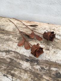 Metalen ijzeren roos roosje bloem op pin landelijk roest steker stoer roest bloemboeket tuindecoratie