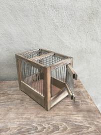 Klein vergrijsd houten vogelkooitje nesthokje kanariekooitje brocant landelijk