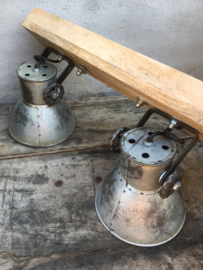 Industriële oud gerecycled metalen met houten hanglamp urban wandlamp plafondlamp 2 grijze kappen spot spots metaal verstelbaar landelijk stoer vintage Wandlamp