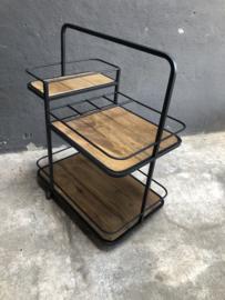 Industriële kast trolley kar schap bakkersrek bakkerskar serveer karretje zwart zwarte rek metaal houten planken