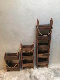 Oud houten rek schap kastje wandrek hangkastje baksteenmal gemaakt van brickmal brickmals baksteenmallen landelijk stoer industrieel vakken vakjes hout gruttersbak