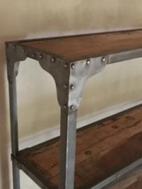 Stoere industriële metalen kast boekenkast met oude houten legplanken industrieel landelijk stoer grijs metaal hout