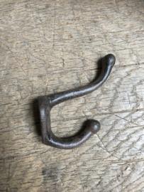 Metalen haakje dubbel 8 cm landelijk kapstok haak haakjes kapstokhaak zwart