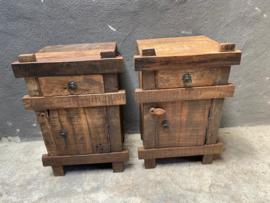 Stoer oud houten industrieel landelijk kastje kast deurtje ruw grof hout ladenkast nachtkastjes ladekast nachtkastje nachtkastjes