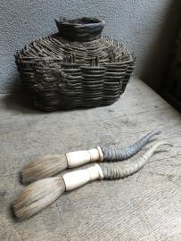 kwastje met hoorntje, landelijke decoratie kwast hoorn kaligrafeer