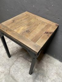 Stoer vintage metalen tafel tafeltje buro bureau met houten blad landelijk industrieel