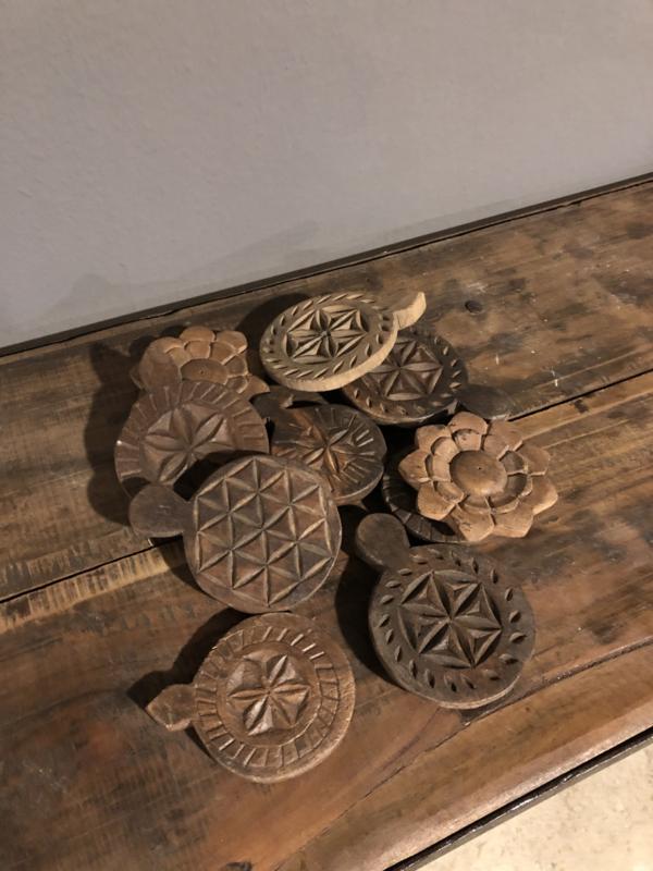 Oud houten onderzetters ornamentiek bloem Mandela landelijk vintage urban hout