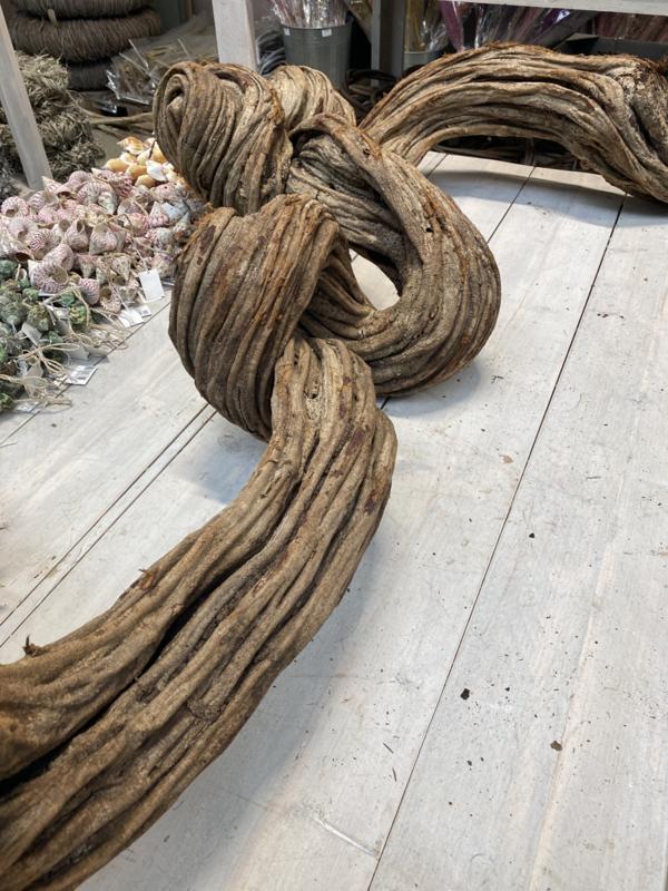 Super gave grote dikke lange grote liaan liaantak stronk tak stam kronkel decoratie kronkeltak landelijk stoer robuust