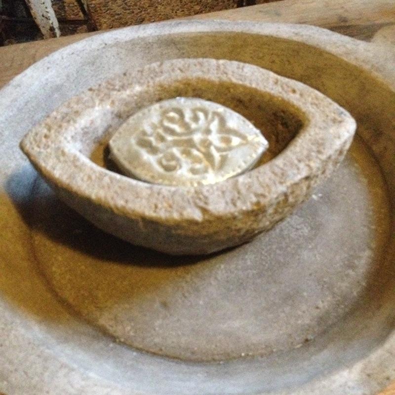 Prachtige decoratieve zeep ovaal stoer landelijk sober olijfgroen