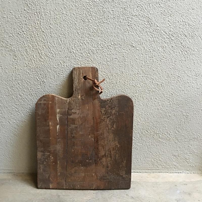Stoere landelijke oude brede houten broodplank snijplank kaasplank landelijk stoer robuust