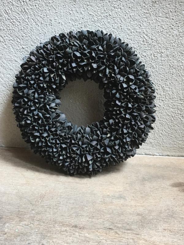 Bakuli wreath krans beukennootjes zwart black mat vergrijsd 30 cm grijs beuk landelijk