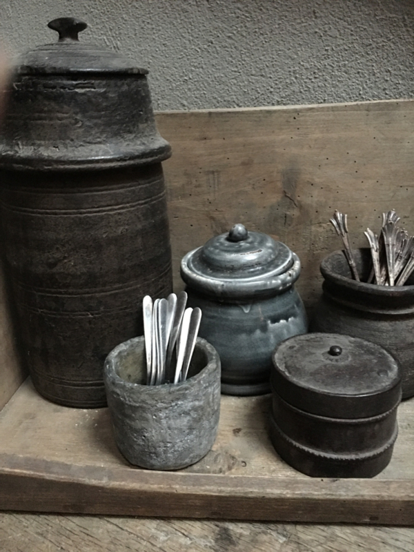 Stoer grijs stenen potje pot bakje lepelbakje suikerpot robuust oude look suikerpotje bloempotje landelijk stoer steen