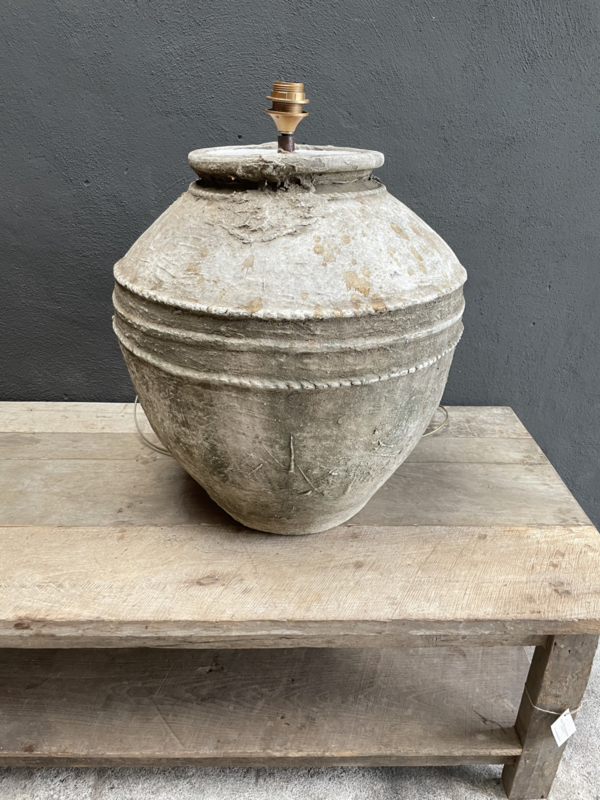 Grote kruiklamp gemaakt van oude kruik waterkruik landelijk sober stoer Aura Peeperkorn
