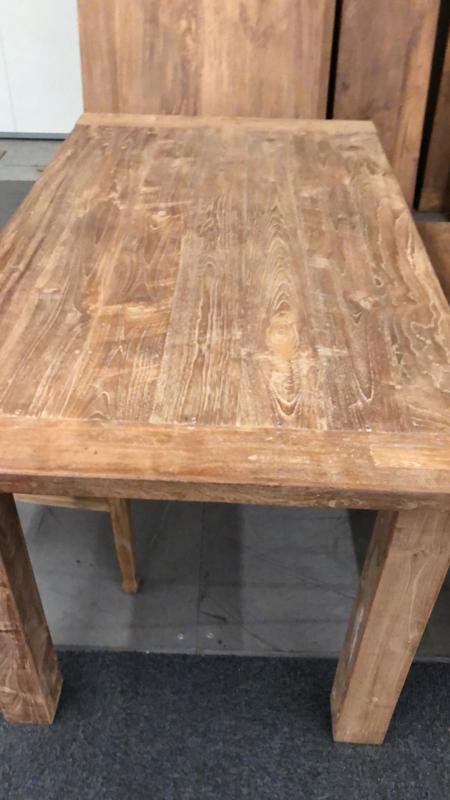 Stoere grove teakhouten tafel met blokpoten en dik tafelblad  240  x 100 cm landelijk stoer robuust