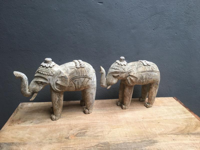 Houten olifant beige grijs hout schelpjes beeld beeldje klein