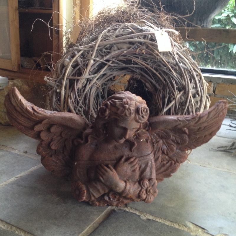 Gietijzeren engel gietijzer roest landelijk brocant tuinbeeld beeldje beeld engeltje