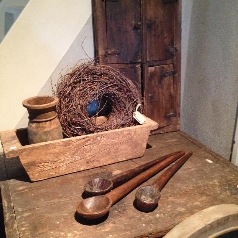 Oude houten lepel schep landelijk stoer robuust hout landelijk stoer brocant hout industrieel vintage