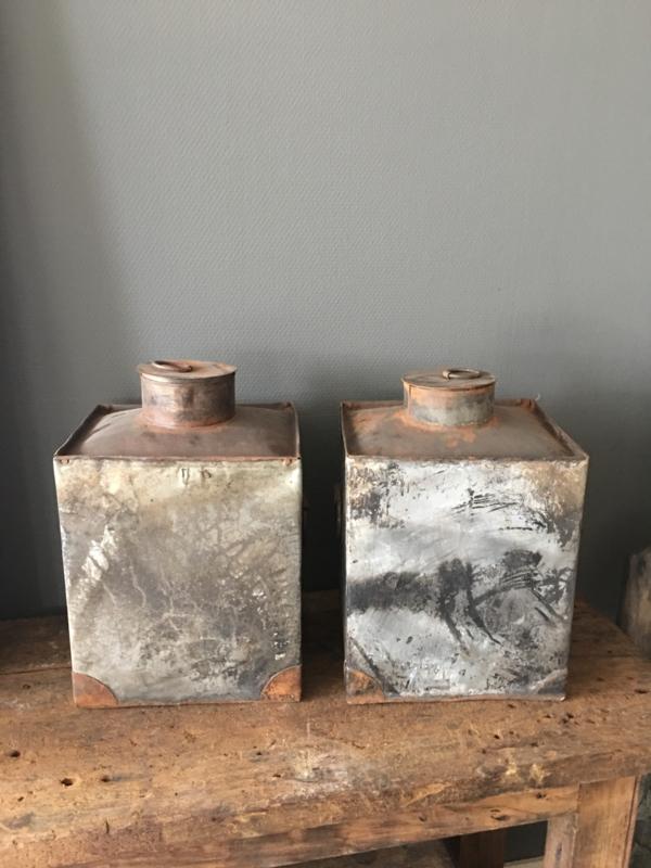Oude zinken bak pot kruik stoer industrieel landelijk grijs bruin urban vintage