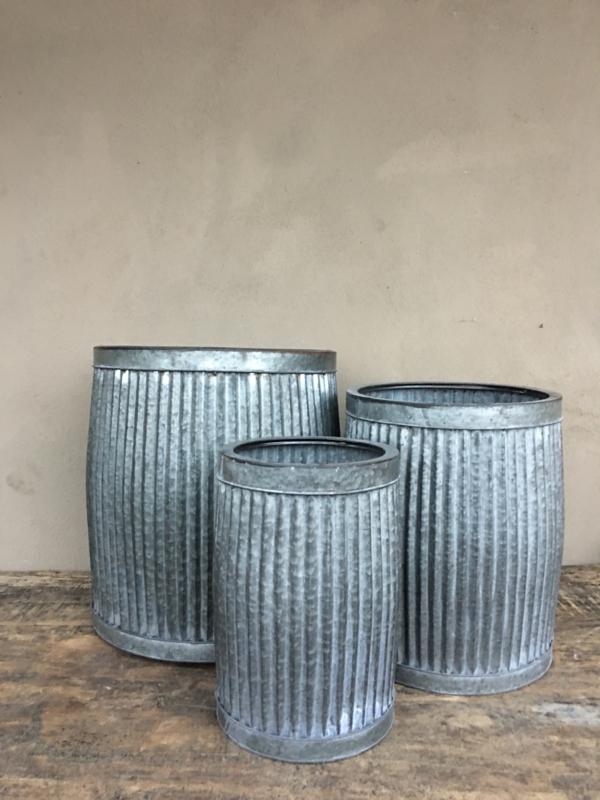Zinken ton pot bloempot tafel tafeltje emmer ribbelton bijzettafeltje L bijzettafeltjes krukje bak zink grijs landelijk industrieel brocant Franse Frans