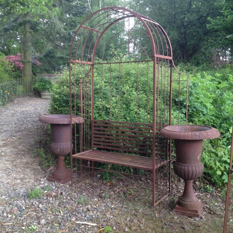 Smeedijzeren liefdesbankje tuinbank tuinbankje landelijk loveseat rozenboog pergola