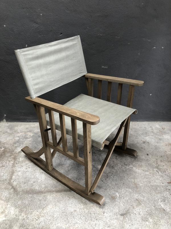 Stoere schommelstoel stoel fauteuil beige klapstoeltje landelijk grijs lichtgrijs grey houten frame linnen stoffen zitting