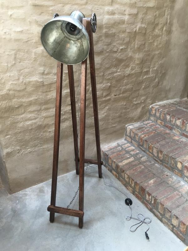 Industriele Staande Lamp Hout.Houten Met Metalen Vloerlamp Industrieel Landelijk Vintage